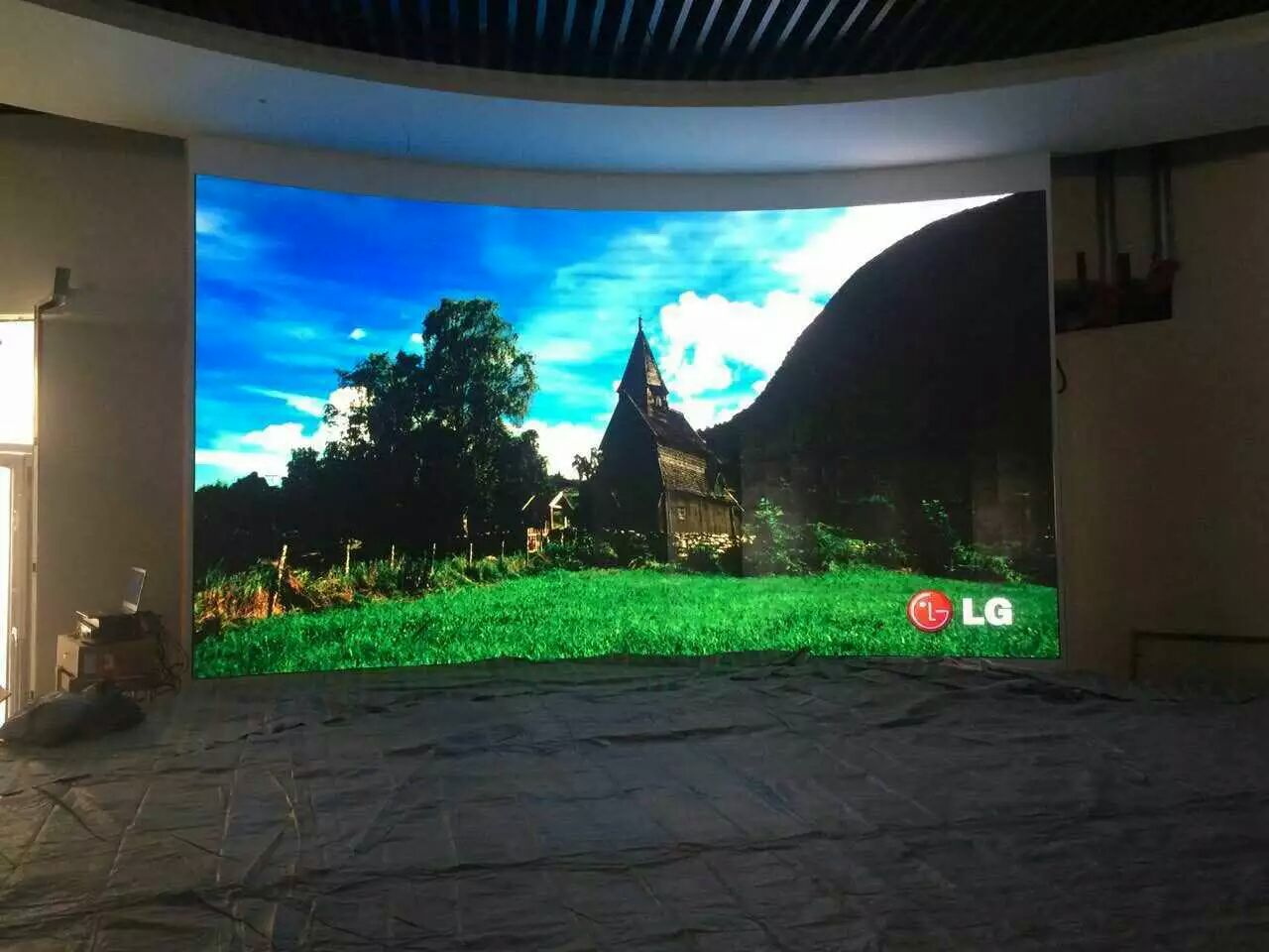 Huabangying full-color LED display screen solution